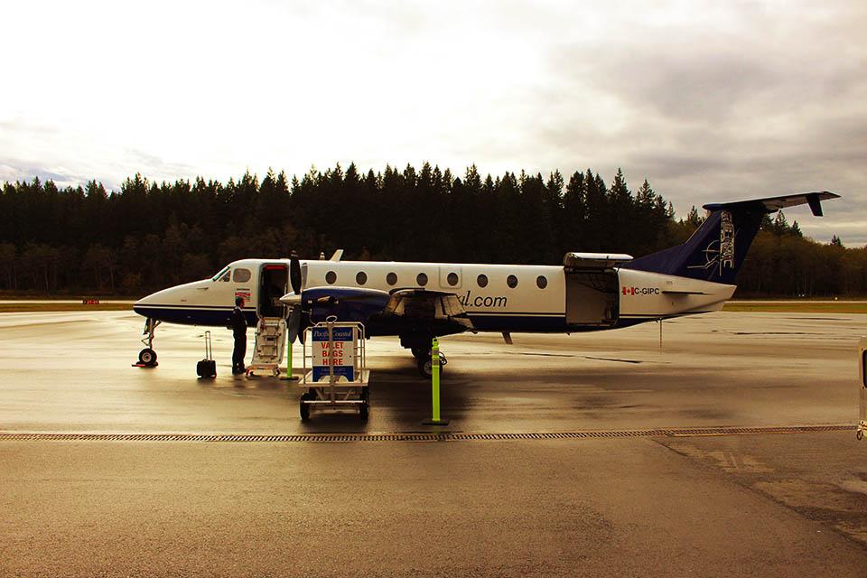 Bild zeigt ein Propellerflugzeug