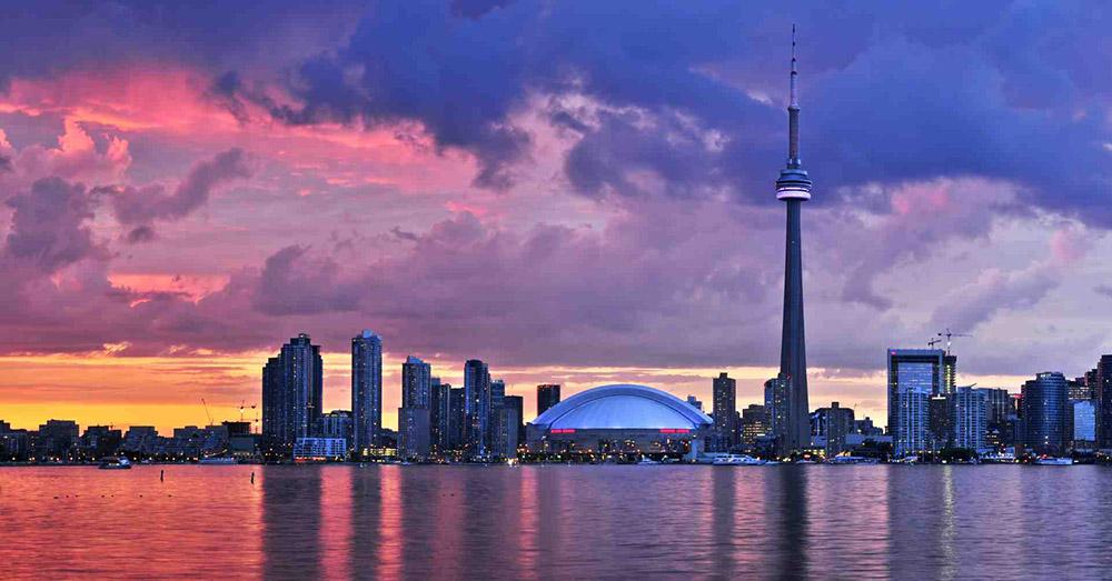 Das Bild zeigt die Skyline von Toronto