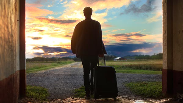 Junge reist ins Ausland