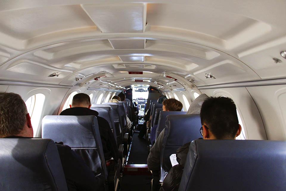 Personen im Flugzeug
