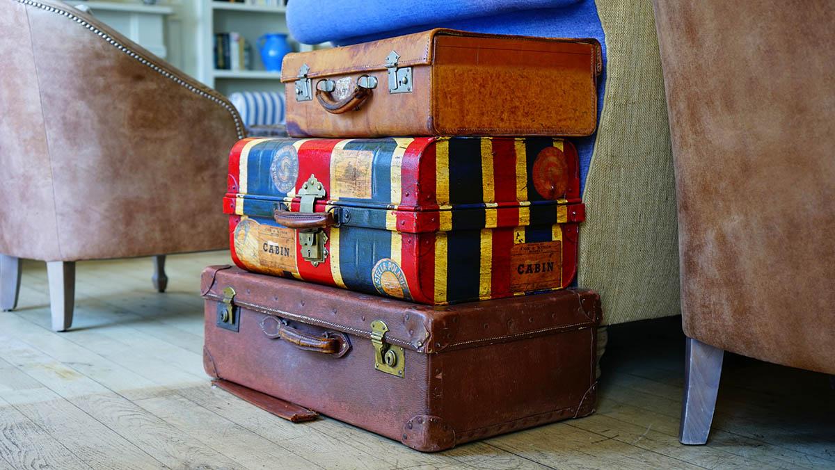 Bild zeigt verschiedene Koffer