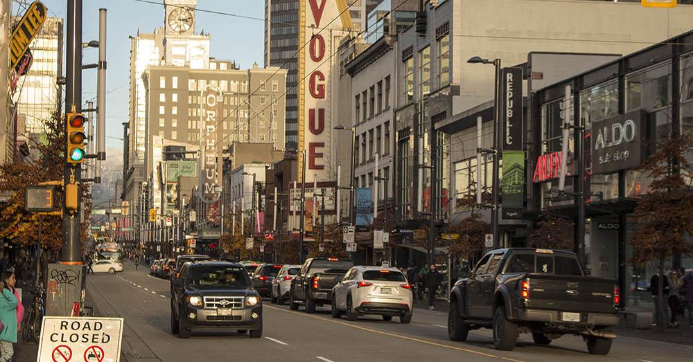 Bild zeigt die Granville Street in Vancouver