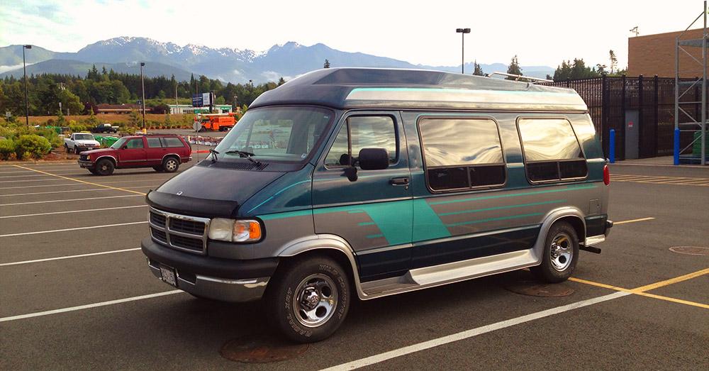 Work and Travel Unterkunft - unser Van auf dem Walmart Parkplatz