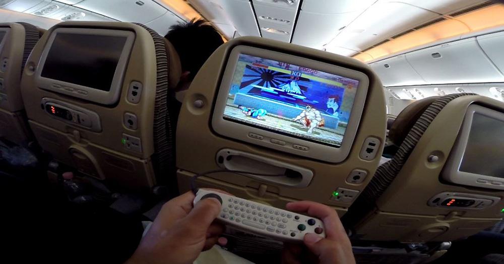 Bild zeigt das Unterhaltungsprogramm in einem Flugzeug