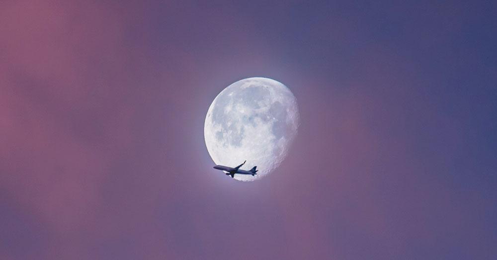 Bild zeigt ein Flugzeug während eines Langstreckenflug