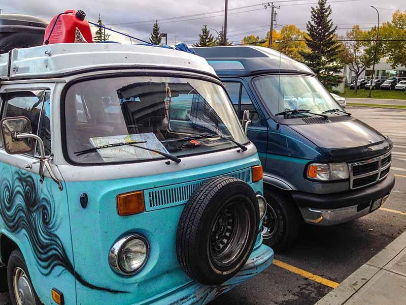 Betty neben anderen Camper Van 2016