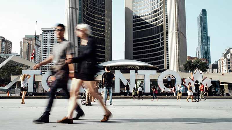 gewoehn dich bei jetlag an die neue stadt - toronto kanada